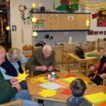 Basteln beim Besuch im Kindergarten
